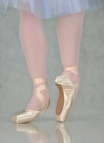 First Pointe V-cut